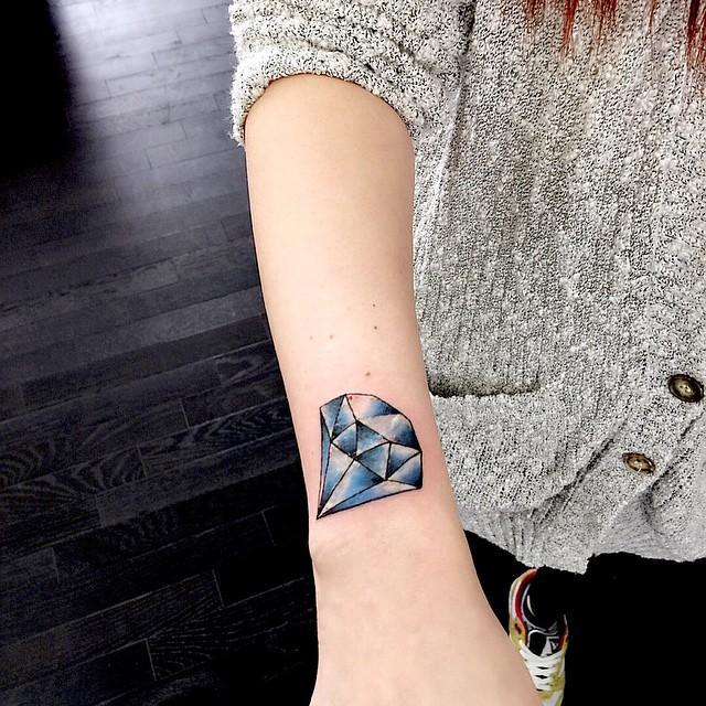 tatuagens femininas de diamantes