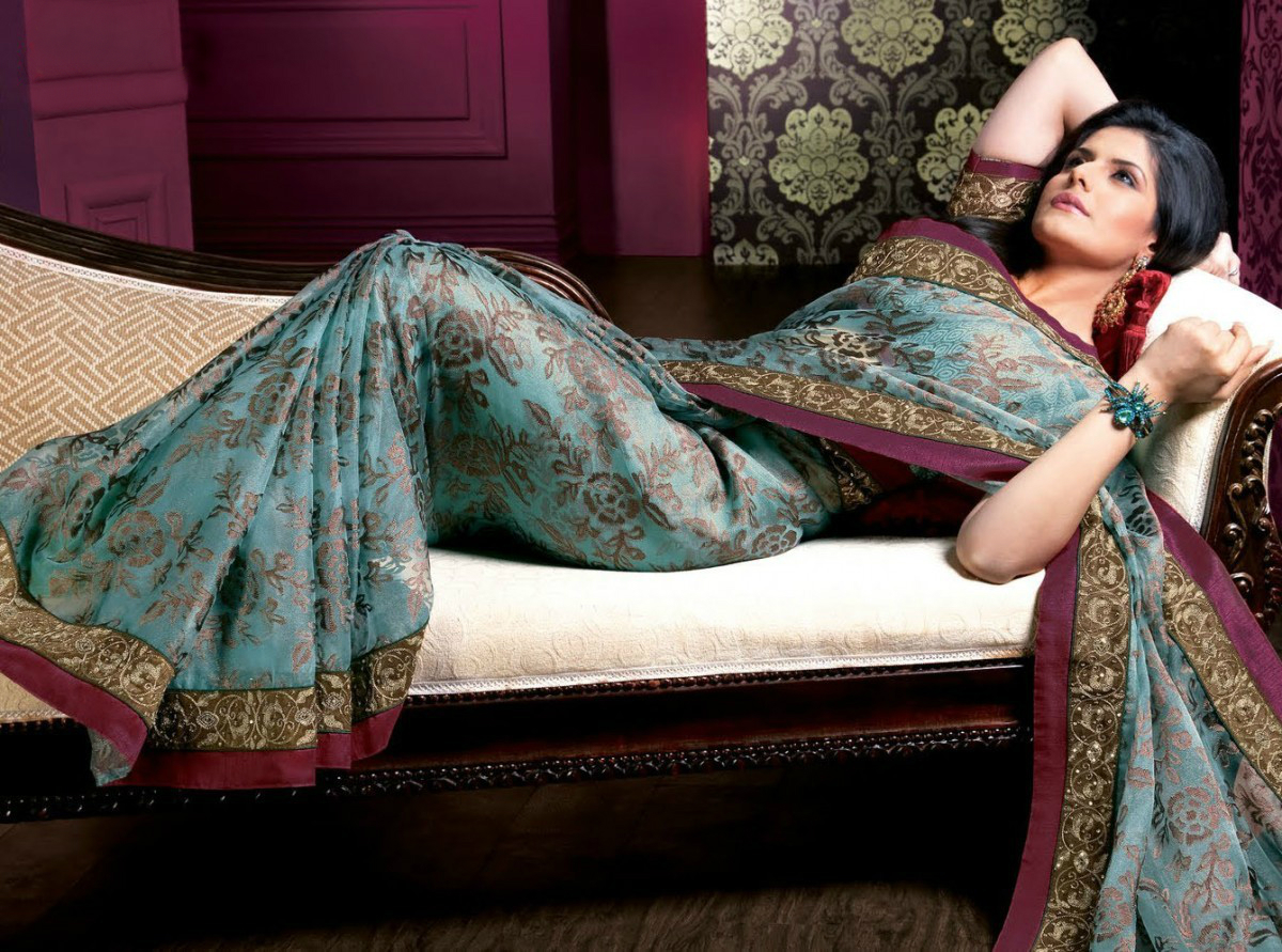 Dubai Gold And Diamonds Kavya Madhavan Latest Ad Hd: SPICY UPDATE: Gorgeous Zarine Khan Hot Photoshoot In Saree