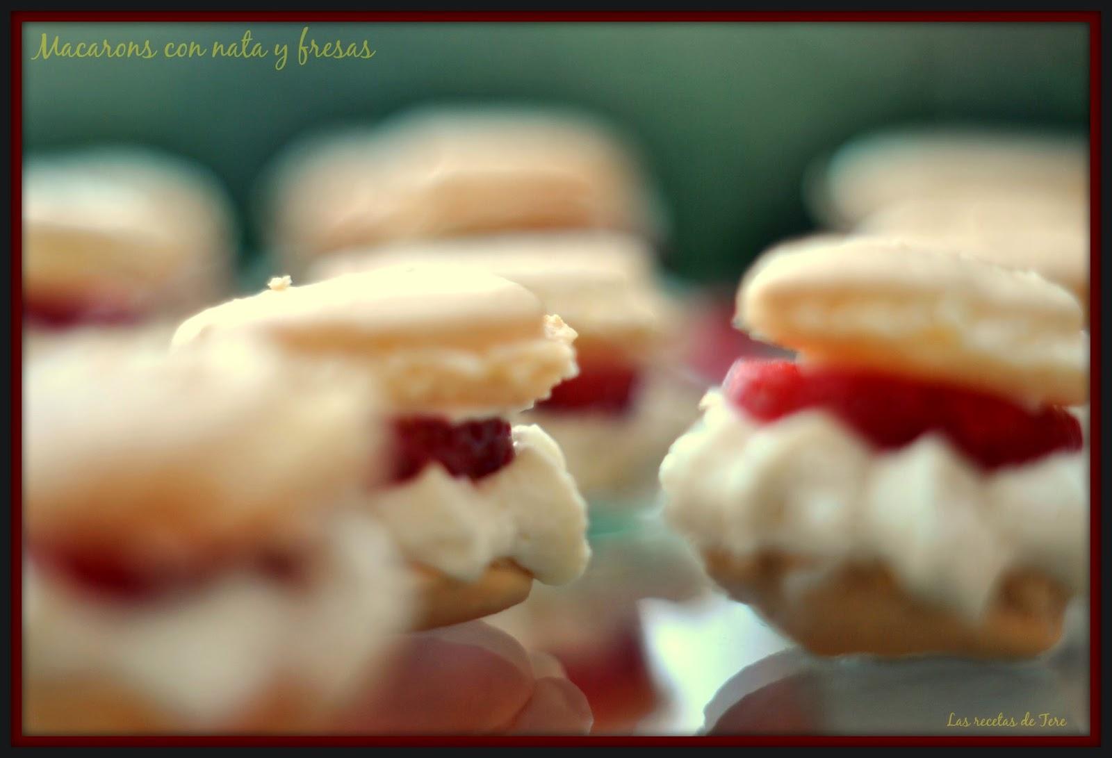 Macarons con nata y fresas 03