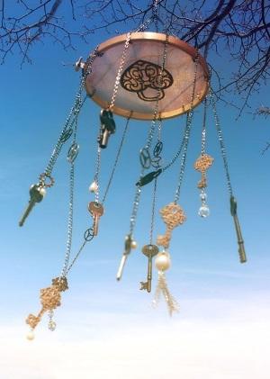 Kunci dan gembok juga bisa menghias lonceng angin