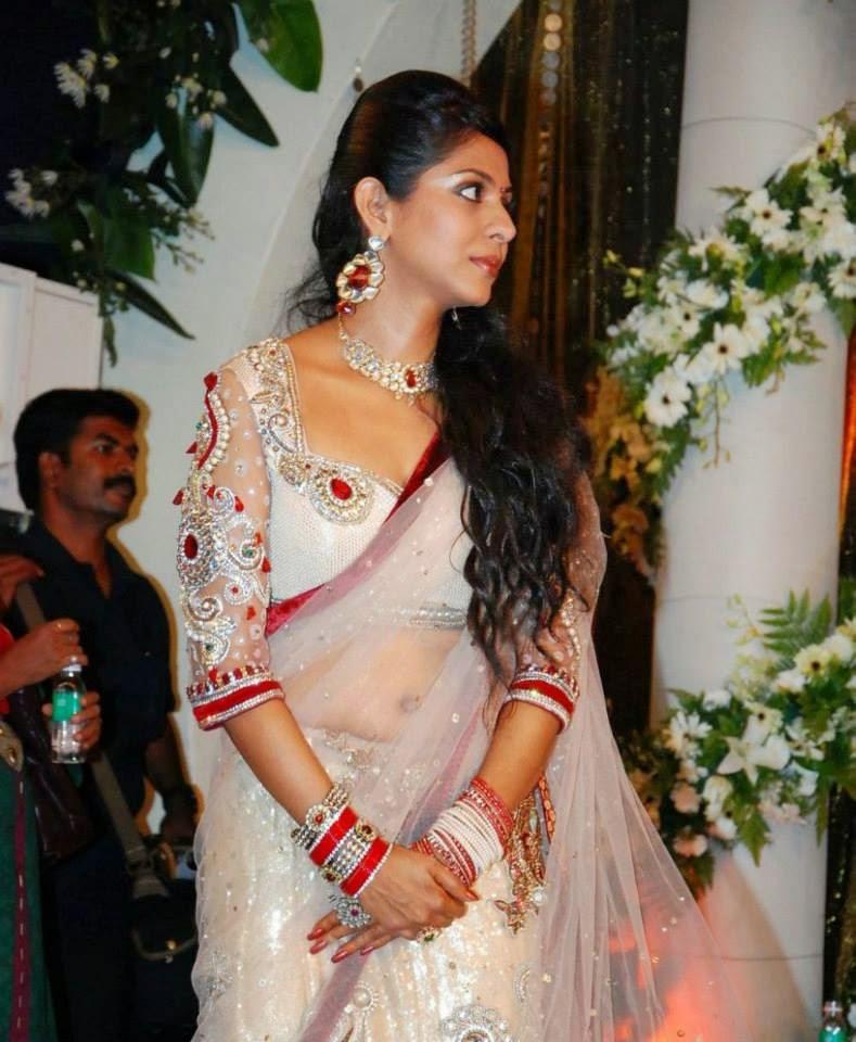 Poornima Indrajith Hot Saree Navel Show Pics At Prithviraj Wedding Reception
