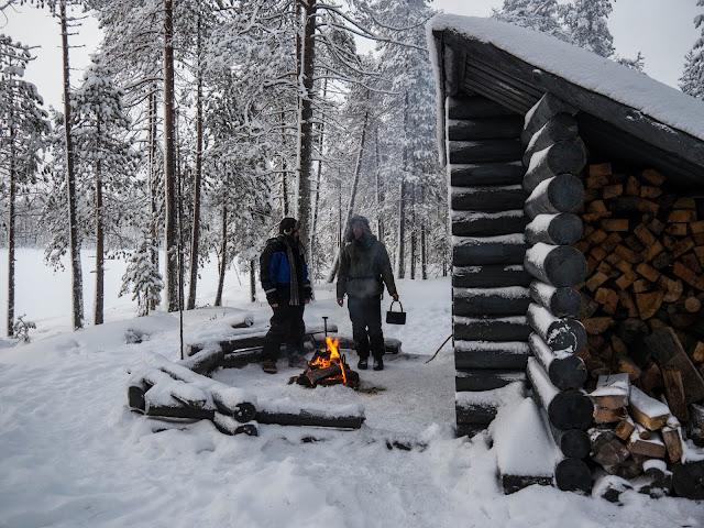 Campfire lunch - Taiga Husky Tour