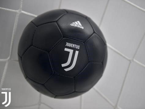 logo juventus yang baru bola kaki