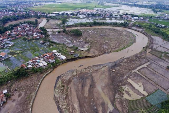 Muhasabah Banjir Garut, Benar Sekali Sabda Nabi, Kebenaran Nyata Disksikan Mata Kita!