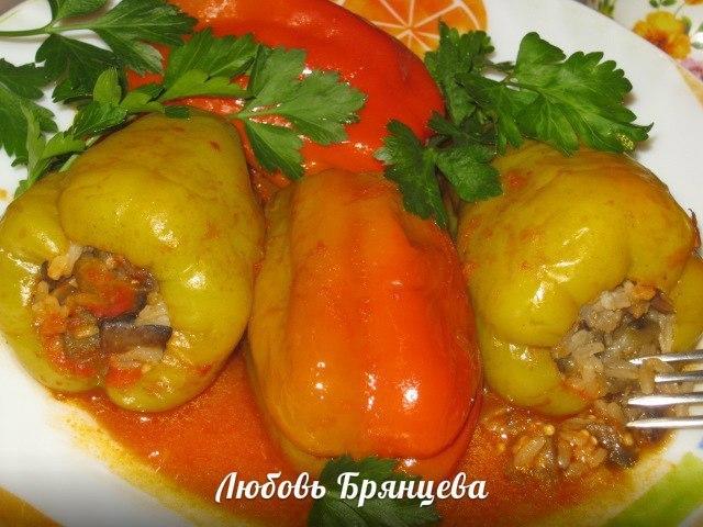 перец фаршированный баклажанами в томатном соусе