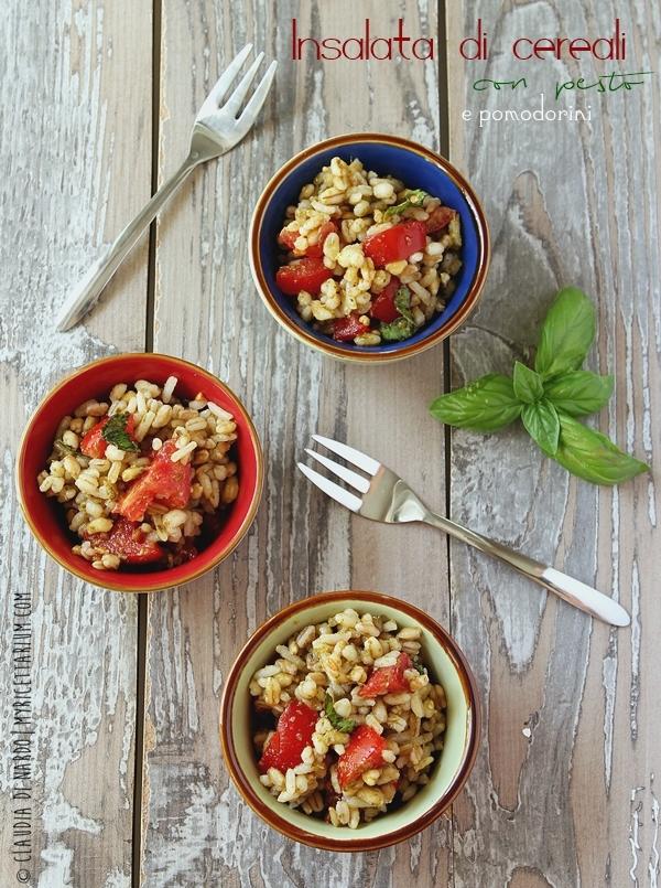 Insalata di cereali con pesto e pomodorini