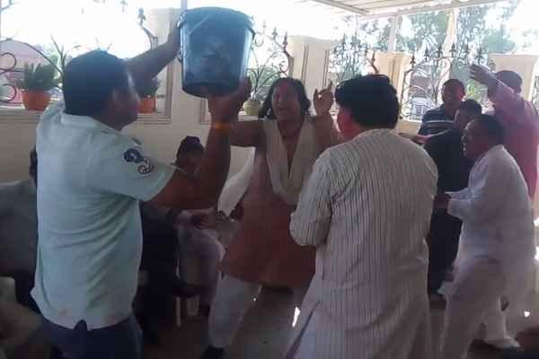 प्रवेश मलिक और BJP विधायक सीमा त्रिखा की होली आपको हंसाकर पागल कर देगी: VIDEO