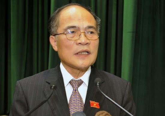 Trò hề của Chủ tịch Quốc hội Nguyễn Sinh Hùng