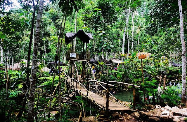 Jembatan bambu lagi di Taman Sungai Mudal