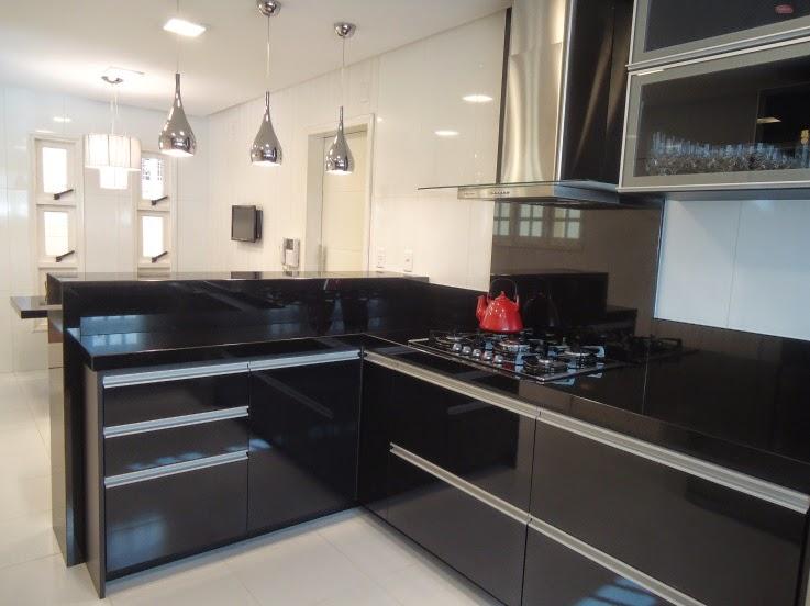 #474355 Cozinha preta Jeito de Casa Blog de Decoração e  737x552 px Armario De Cozinha Em Blindex #2979 imagens