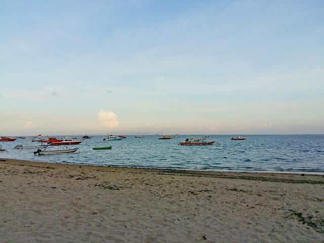пляж в сануре. бали