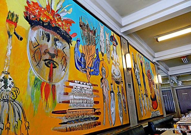 Os Senhores da Amazônia, painel da artista Graça Morais, no salão do Café Guarany, no Porto
