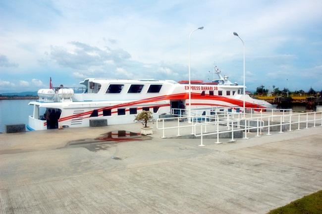 Piyoh di Aceh: Potret senja di pelabuhan Ulee Lheu