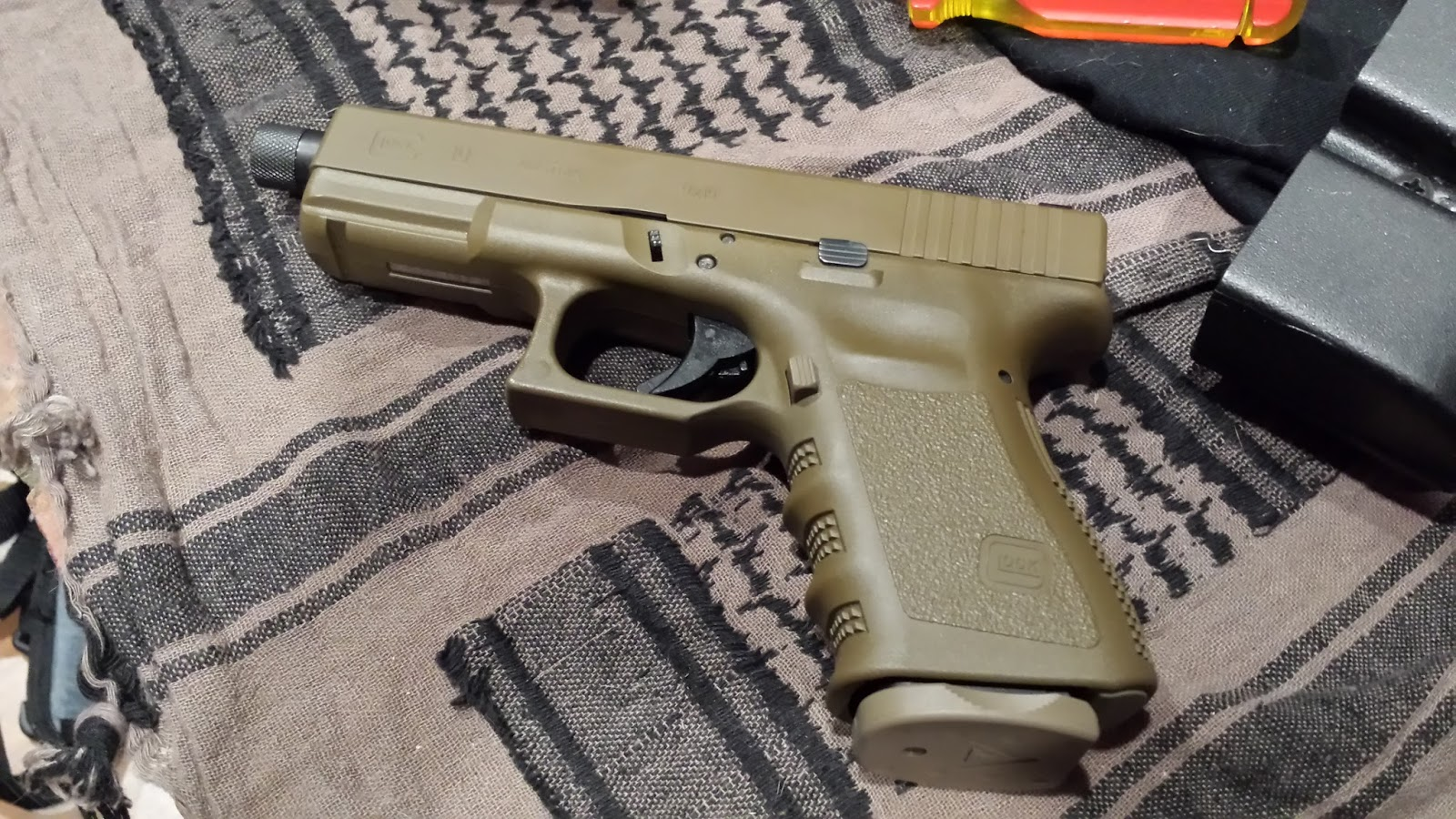 Bugged Out Blog: Glock 19 FDE Ultracarry Update
