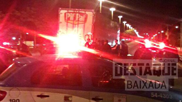 Caminhoneiro é libertado pelo BOPE após ficar três horas como refém