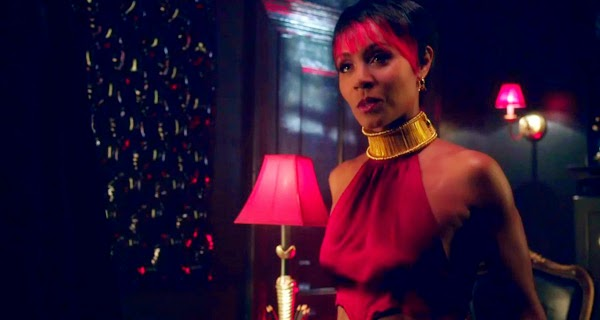 Jada Pinket Smith es Fish Mooney en Gotham 1x01