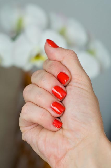 hybryda Semilac na paznokciach sexy red