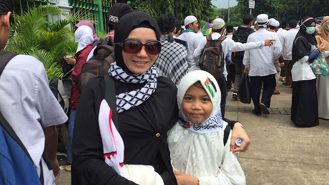 Ibu-ibu Membawa Anak Dalam Aksi Bela Palestina,Alasannya Luar Biasa!