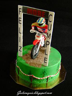 Tarta fondant motocross con piloto y moto