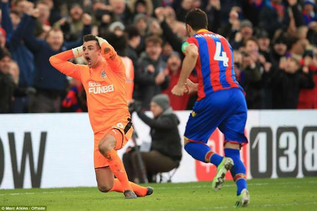 Video Crystal Palace - Newcastle: Dứt điểm siêu tệ, thoát hiểm may mắn