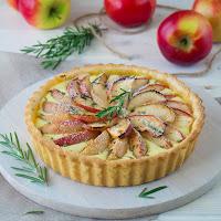 http://siasoulfood.blogspot.de/2015/09/apfel-rosmarin-tarte.html