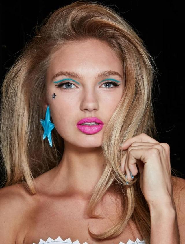 O delineado é um queridinho das mulheres, estando presente cada vez mais na maquiagem. Mas para se manter atual, ele aparece reinventado