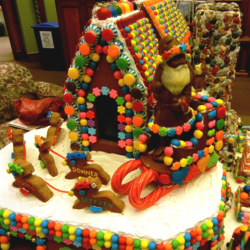 Capadia Designs: An Amazing Gingerbread House