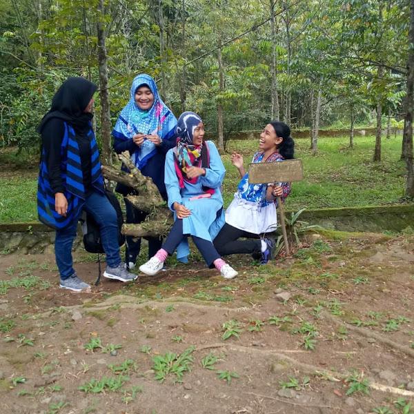 Melestarikan Lingkungan Dengan Menanam Pohon