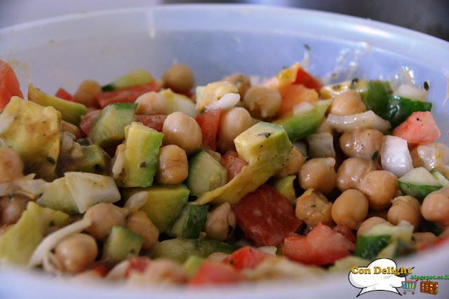 veggie salad סלט חומוסת אבוקדו וטחינה