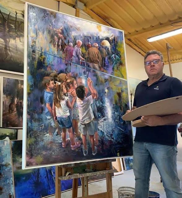 Juan Lucena Orellana junto a su cuadro ¿Qué haremos sin ellos?