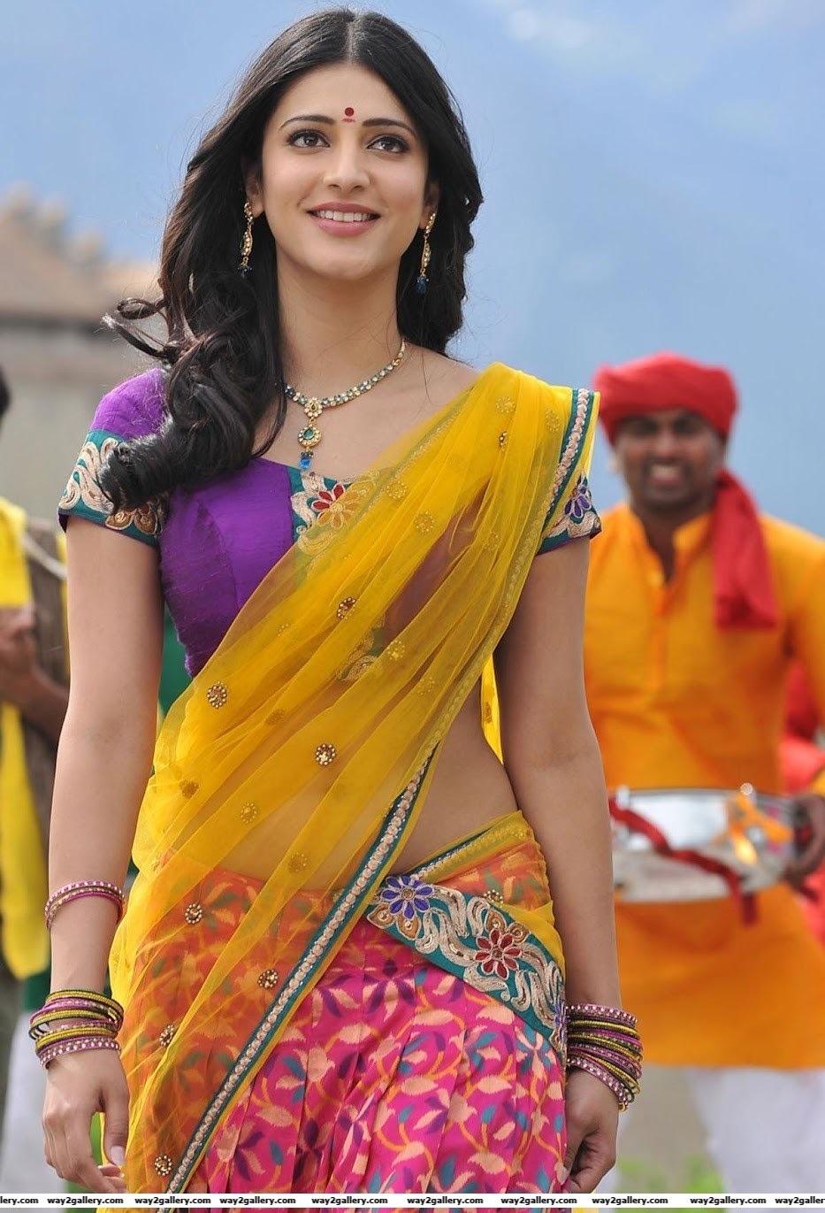 Shruthi Hassan In saree new romantic photo gallery JPG