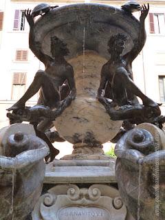 guia De roma portugues fonte tartarugas detralhe efebi tartarugas - A Fonte das Tartarugas