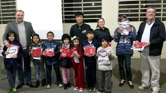 """Alunos da Escolinha Municipal de Judô """"Mauro Sakai"""" recebem uniformes do Programa Atleta do Futuro"""