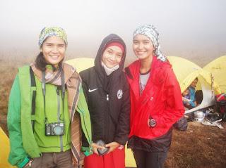 cantik dengan mendaki gunung Medina Kamil, Wanita Tangguh Indonesia yang hobi Mendaki Gunung