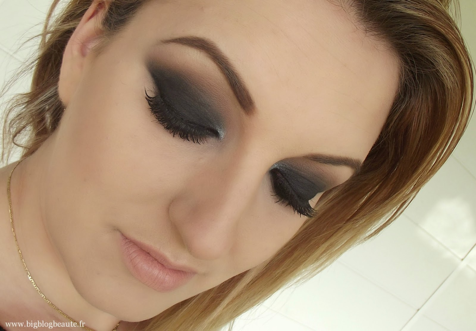 maquillage smoky eyes pour yeux marrons. Black Bedroom Furniture Sets. Home Design Ideas
