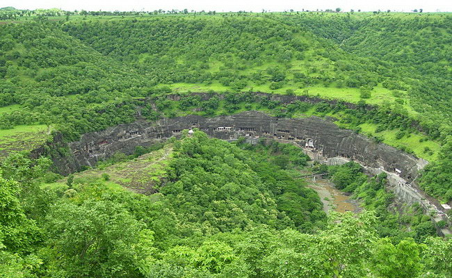 Xvlor.com Ajanta Caves is 29 Buddhist monastery carved on cliff in 200s BC