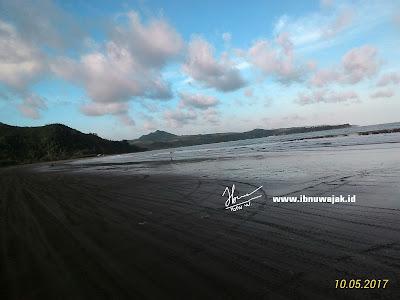 pantai gemah sore hari