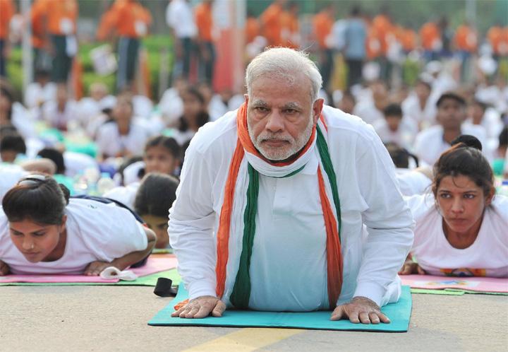 modi-doing-yoga