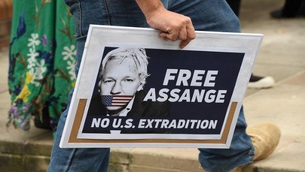 Defensoría de Ecuador cuestiona retiro de asilo de Assange