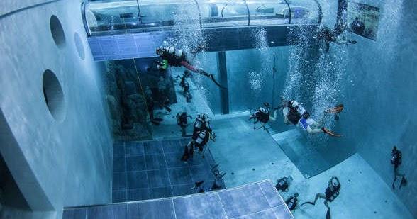 La piscina m s profunda del mundo equivalente a 14 pisos for Piscina mas profunda del mundo