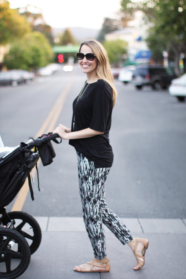 New mom style: loose tee, comfy pants & a stroller