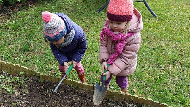 http://mamandejumelles.blogspot.com/2017/03/les-petits-jardiniers.html