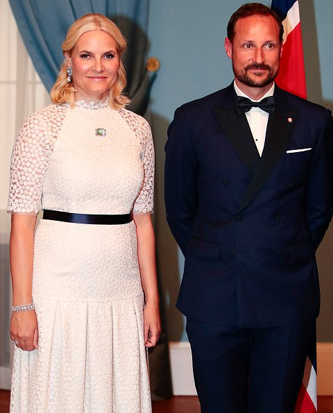 Mette-Marit Tjessem Høiby met Crown Prince Haakon at Quart Festival. The couple married on 25 August 2001 at the Oslo Cathedral