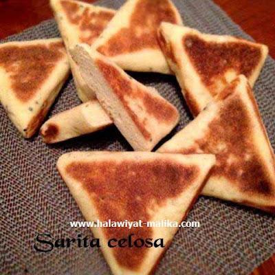 مثلثات خبز السميد