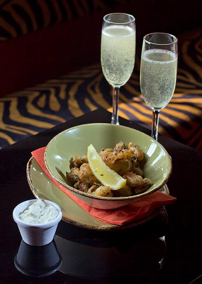 Popcorn mussels & fizz.