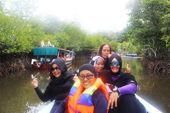 Wisata Hutan Mangrove di Wisata Mandeh