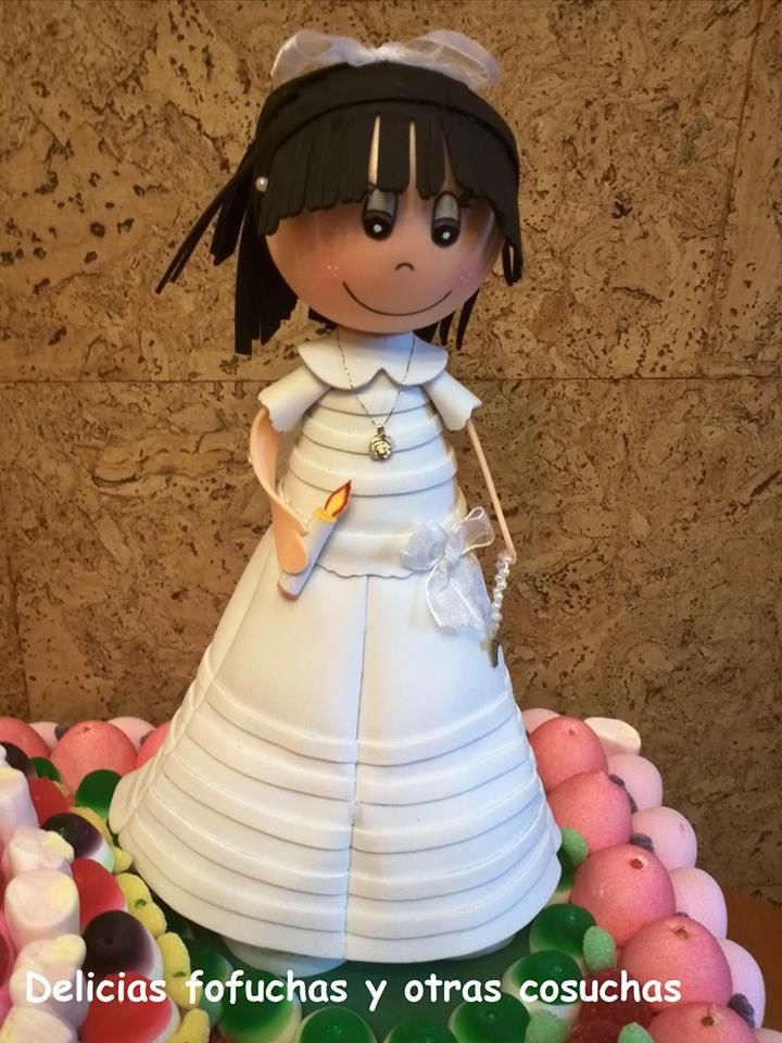 eca88613b88 Tarta de chuches con muñeca fofucha de comunión