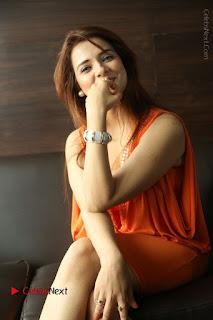 Actress Saloni Aswani Pos in Short Dress at Meelo Evaru Koteeswarudu Movie Interview  0190.JPG