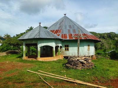 Rumah Adat Gendang Desa Nggalak Kecamatan Reok Barat Kabupaten Manggarai Provinsi NTT