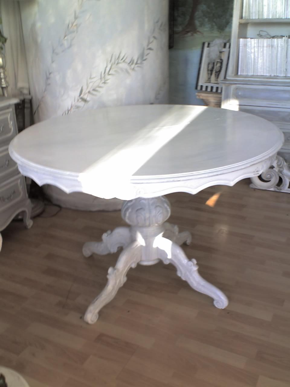 Oggi al laboratorio un tavolo rotondo for Tavoli shabby chic usati